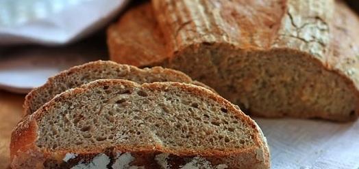 Маска делается из ржаного хлеба