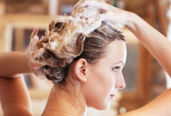 В состав масок могут входить различные полезные для волос элементы