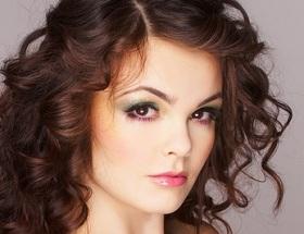 Свои нюансы существуют и при расчесывании, и при укладке, и при окрашивании вьющихся волос