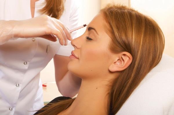 Проведение процедуры мезотерапии для волос