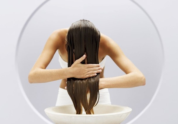 Яблочный уксус очень полезен для волос