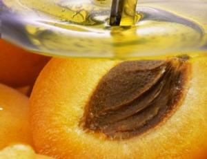 Масло абрикосовых косточек помогает преобразить локоны