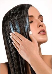 Бальзам для волос делает пряди мягкими и гладкими