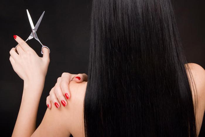 Необходимо регулярно состригать кончики волос
