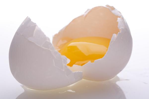 Яичный желток - польза для волос