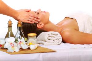 Использовать масло можно для ополаскивания после мытья головы