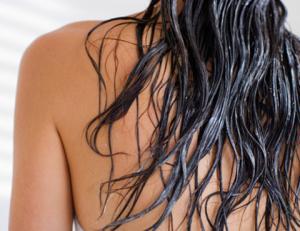 Для тщательного вымывания масла непременно нужно использовать шампунь
