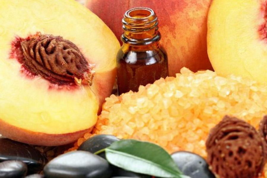 Персиковое масло борется с перхотью