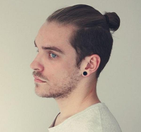 Мужская причёска с хвостиком