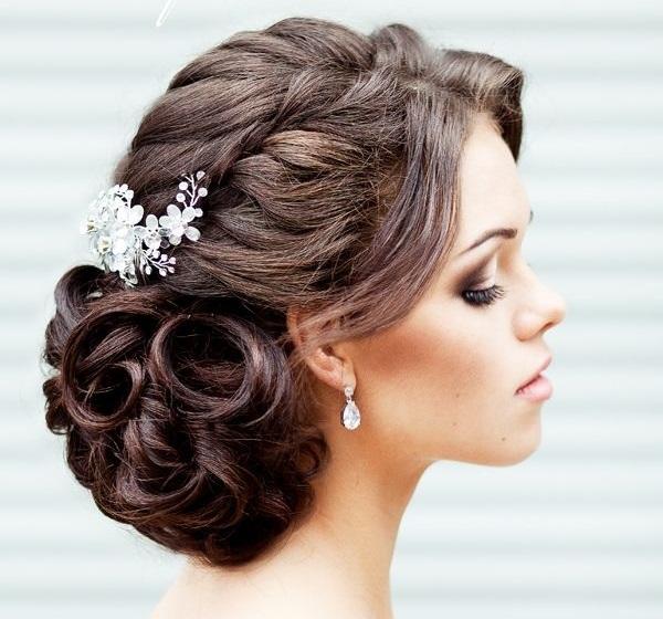 Причёски на свадьбу на средние волосы для свидетельницы