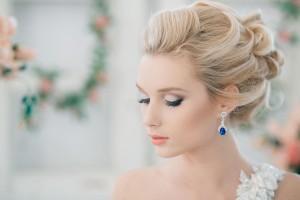 Прически с челкой на свадьбу