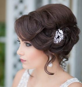 прически свадебные на волосы средней длины фото