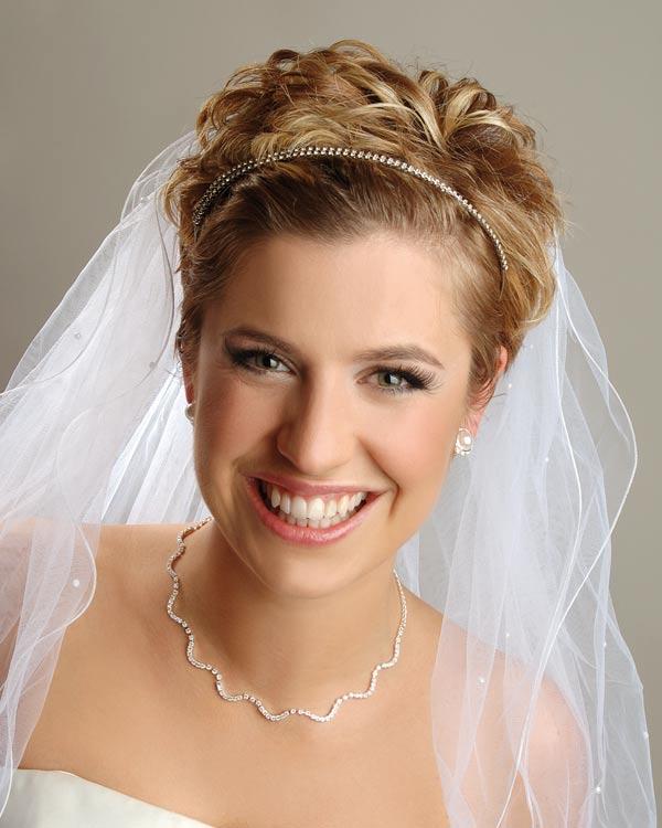 Фото причесок на свадьбу с фатой на короткие волосы
