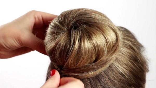 Высокие прически на длинные волосы собранные бубликом